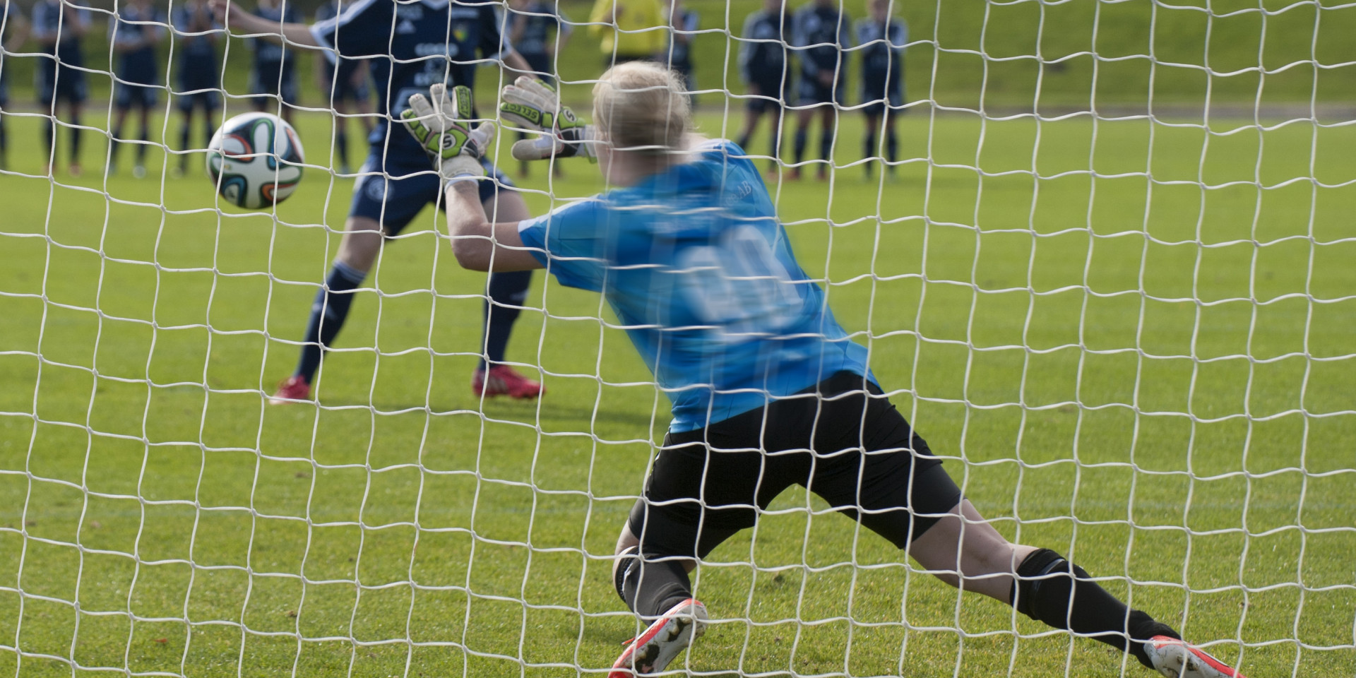 151003  i kvalmatchen till div. 1 för damer mellan FC Hessleholm och Färjestaden i Hässleholm 3 oktober 2015. Foto: Lennart Månsson / BILDBYRÅN  / kod LM / 64816