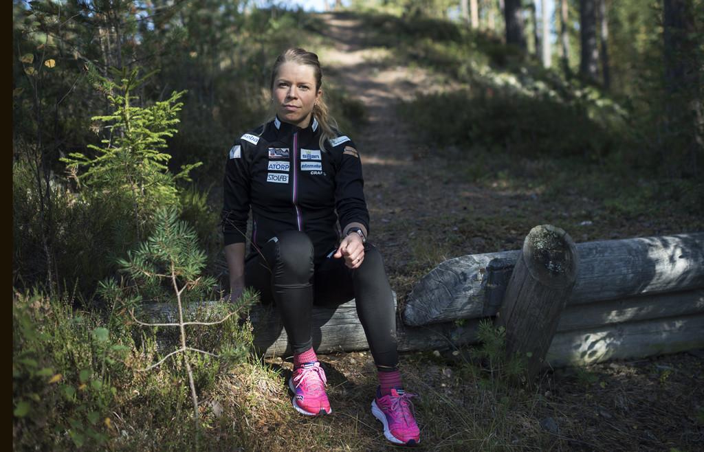 #mensendå. menstruationens påverkan på dagsformen för idrottare.  foto : anna tärnhuvud : maria rydqvist, skidåkerska. till mensprojekt för sporten med petra thoren. bildgrupp mensprojekt.