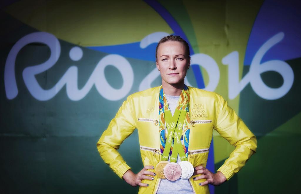 os 2016 i rio. simning, sarah sjöström, simmare sverige, med sina tre medaljer. tävling action